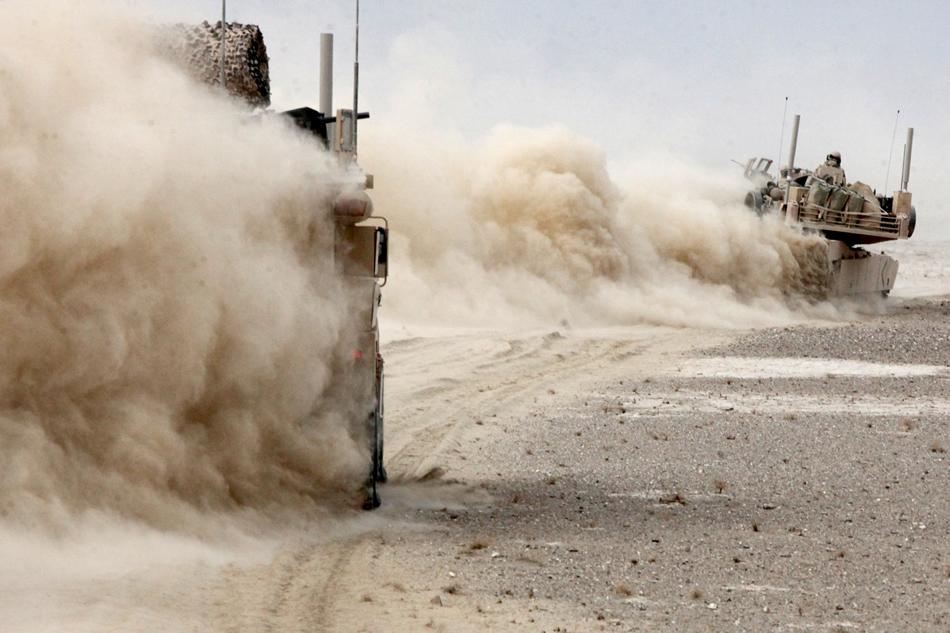 US Marine Corps (USMC) - Page 3 Marine-armor-kicking-up-dust-02-2011