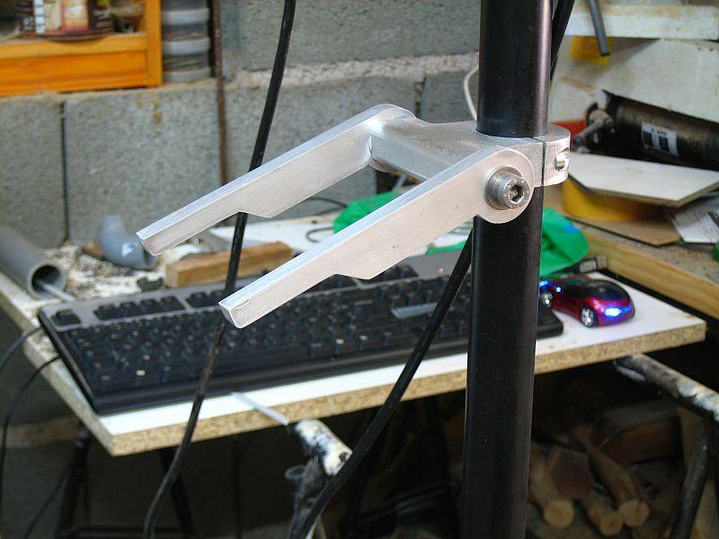Un bras support ecran/clavier pour ma 6040 040