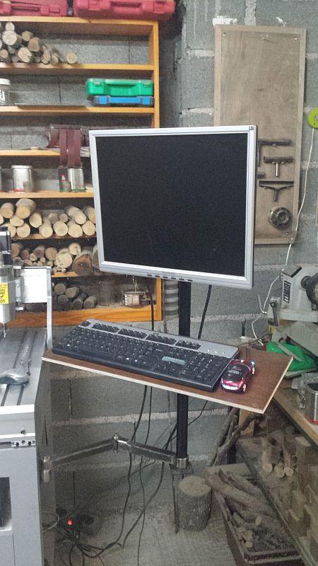 Un bras support ecran/clavier pour ma 6040 059