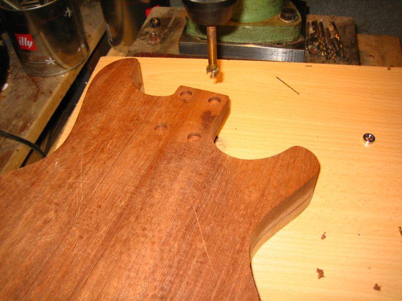 Fabrication d'une guitare Electrique : Terminée le 26/12/2014 - Page 2 112