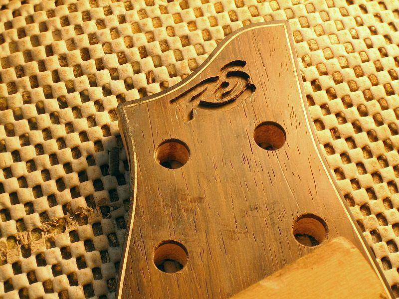 Fabrication d'une guitare Electrique : Terminée le 26/12/2014 - Page 3 184