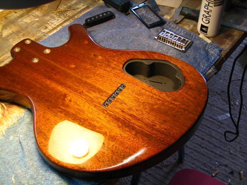 Fabrication d'une guitare Electrique : Terminée le 26/12/2014 - Page 4 210