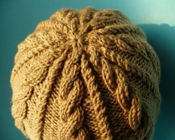 giúp em móc mũ len có quả bông to trên đầu . Caramel-cable-top_s
