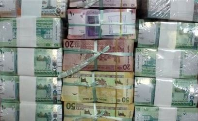 خبر عاجل وكارثه (عووووك الحقو الجنيه السوداني) - صفحة 2 Sudan_s_new_currency_sits_behind_a_window_at_the_central_bank_in_khartoum_sudan_sunday_july_24_2011._ap_photo_-abd_raouf_-7ae43
