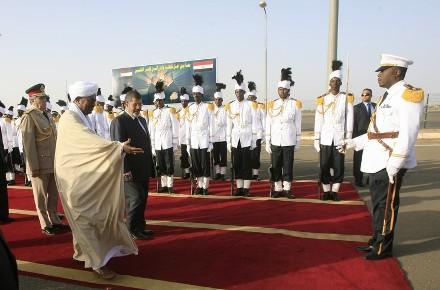 أحداث جارية  Welcoming_ceremony_in_khartoum_on_april_4_2013._getty-fe79a