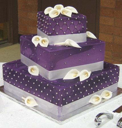 Svadbene torte 162488.purple-wedding-cakes