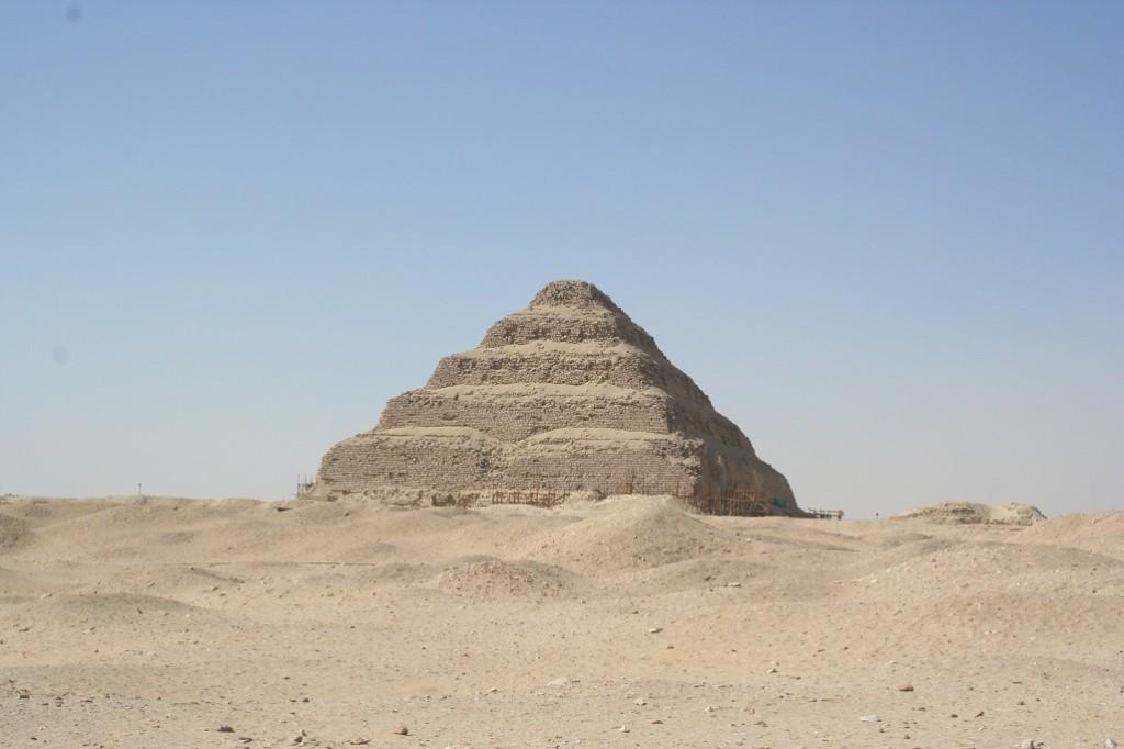 [Fan-Fiction] L'Autre Monde - Page 3 Step-pyramid-at-saqqara_small-1024x682