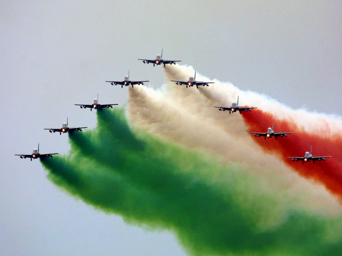 partite e commenti ITALIA  ** seguiamola insieme ** - Pagina 2 Frecce-tricolore