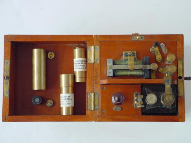 Nikola  Tesla  . La  machine  à  communiquer  avec  le  passé Time8big