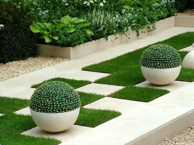 Najlepse baste dvorista i parkovi - Page 2 Garden-lighting-hosta