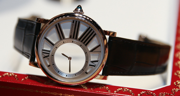 Breitling - Match amical : Cartier - Breitling - Page 3 Cartier-Rotonde-Mystery-Watch-6