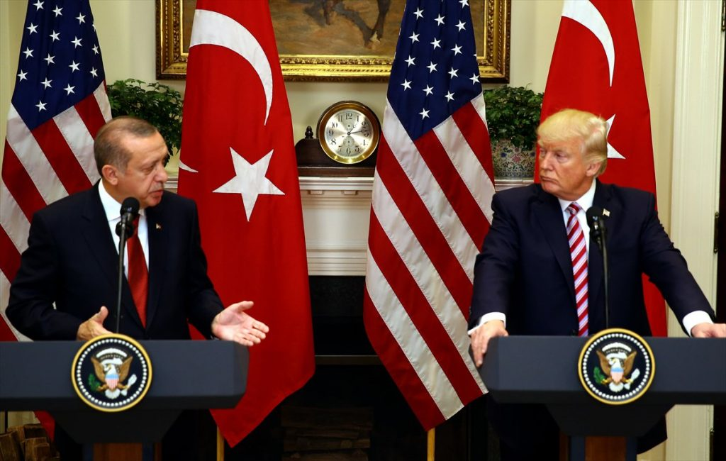 ¿Cuánto mide Donald Trump? - Estatura real y peso - Real height and weight - Página 4 Trump-Erdogan_press-conference_White_House_16May17_Tw-1024x650