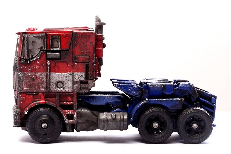 [Hasbro/Milk Magazine] Transformers: Voyager Evasion Mode Optimus Prime (Battle Damage Color) Milk4