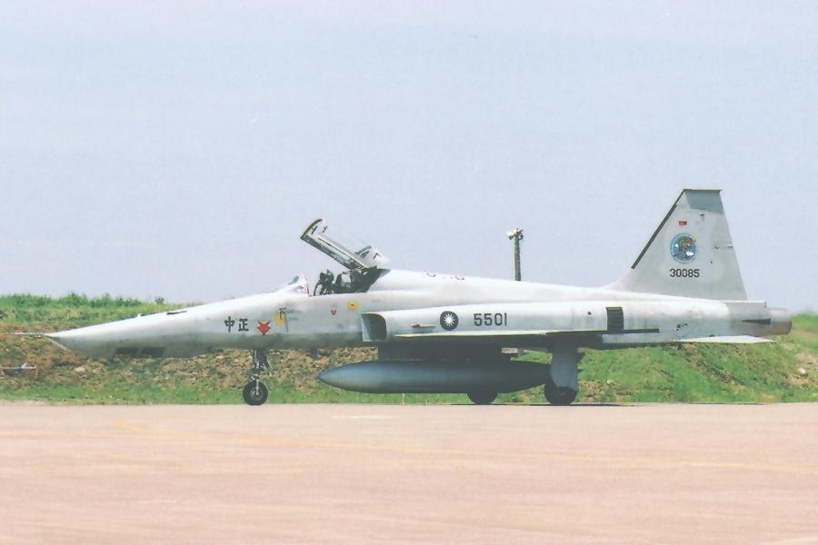 تايوان تدرس نصب محركات General Electric J85 الخاصه بمقاتلات F-5 على متن صواريخ !! 5501