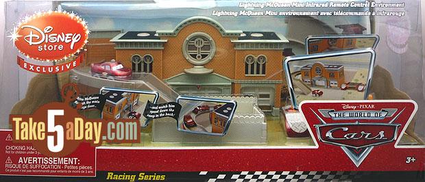 Nouveau playset Disney Stores : Radiator Springs Courthouse Disney-Store-Courthouse-WM