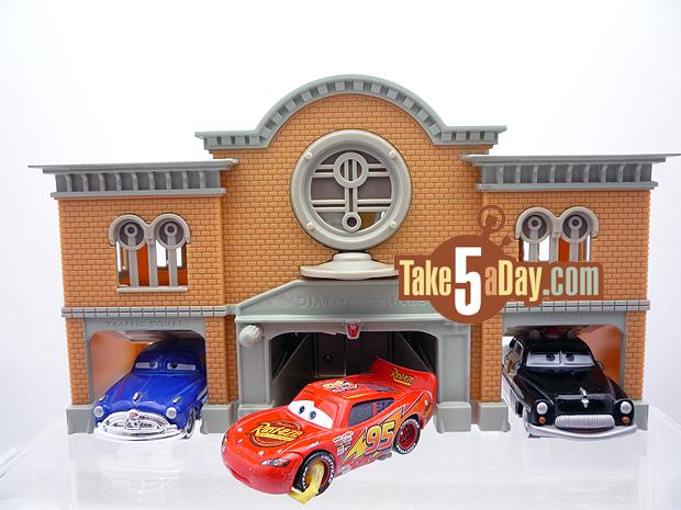 Nouveau playset Disney Stores : Radiator Springs Courthouse Front-Impound