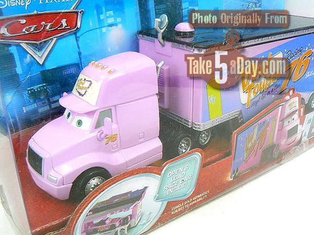 Sortie prochaine de deux nouveaux camions... roses ! Vinyl-Pro