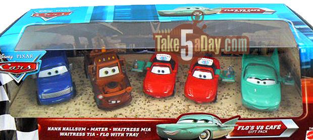 Nouveau pack Toys R Us Waitress Flo, Mia et Tia Flos-V8-Cafe-Gift