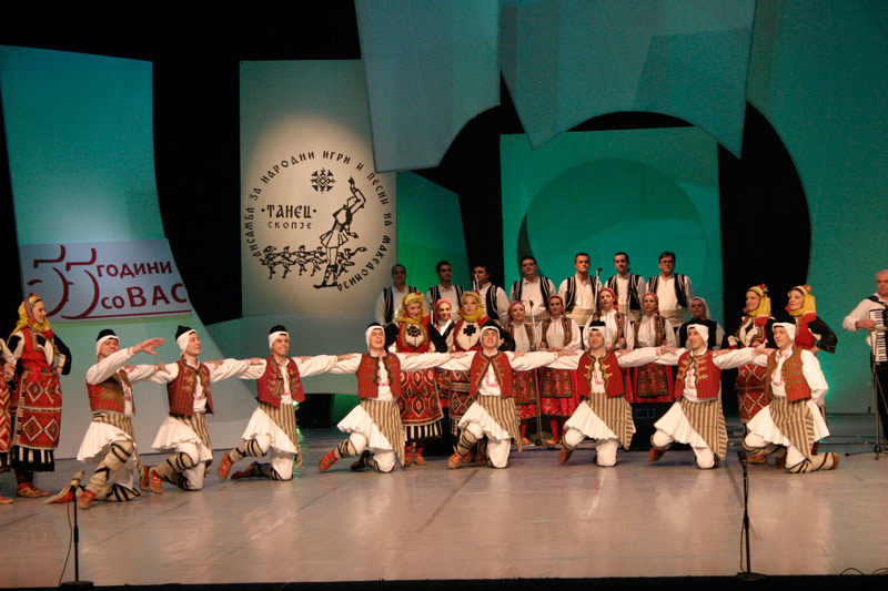 Folklorot kako INSPIRACIJA ! 28-12-04-tanec202
