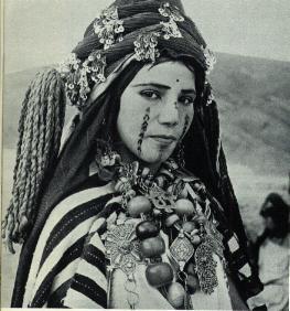 [Jeu] Association d'images - Page 19 Femme-berbere
