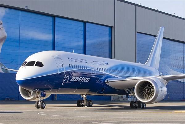 TR3B: réalité ou science fiction ? - Page 4 Boeing-787-presentation