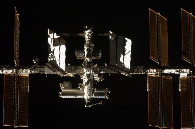 8 années d'activités scientifiques à bord de la Station Spatiale Internationale Endeavour-sts127-vue-iss