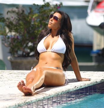 Është koha për bikini  Kim1