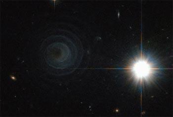 Hubble fotografon një spirale të pazakontë  Hibblespiral