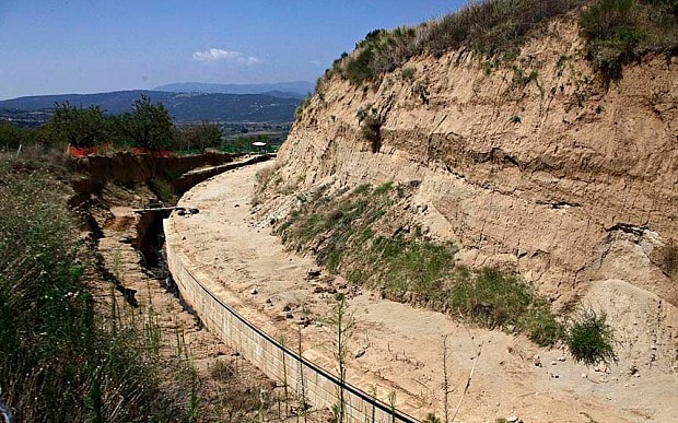 Vast tomb unearthed in northern Greece Greece_tomb_3004273b