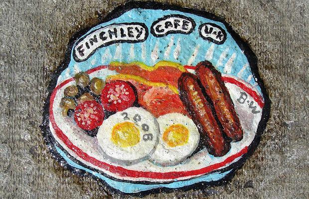 فن في العلكه المدعوسة في الشوارع Finchley-cafe_1203534i