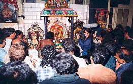 Le miracle du lait bu par Shri Ganesha et d'autres Divinités filmé voir vidéo ....... Lait2