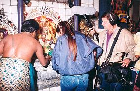 Le miracle du lait bu par Shri Ganesha et d'autres Divinités filmé voir vidéo ....... Lait4
