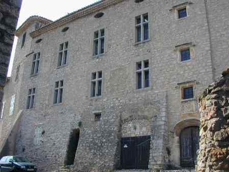 10 lieux hantés Montfort_sur_Argens_1