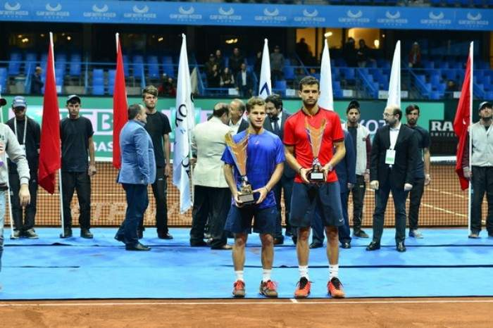 ¿Cuánto mide Diego Schwartzman? - Altura real: 1,67 - Real height Atp-estoril-istanbul-schwartzman-stuns-dimitrov-for-his-first-atp-crown-almagro-victorious-after