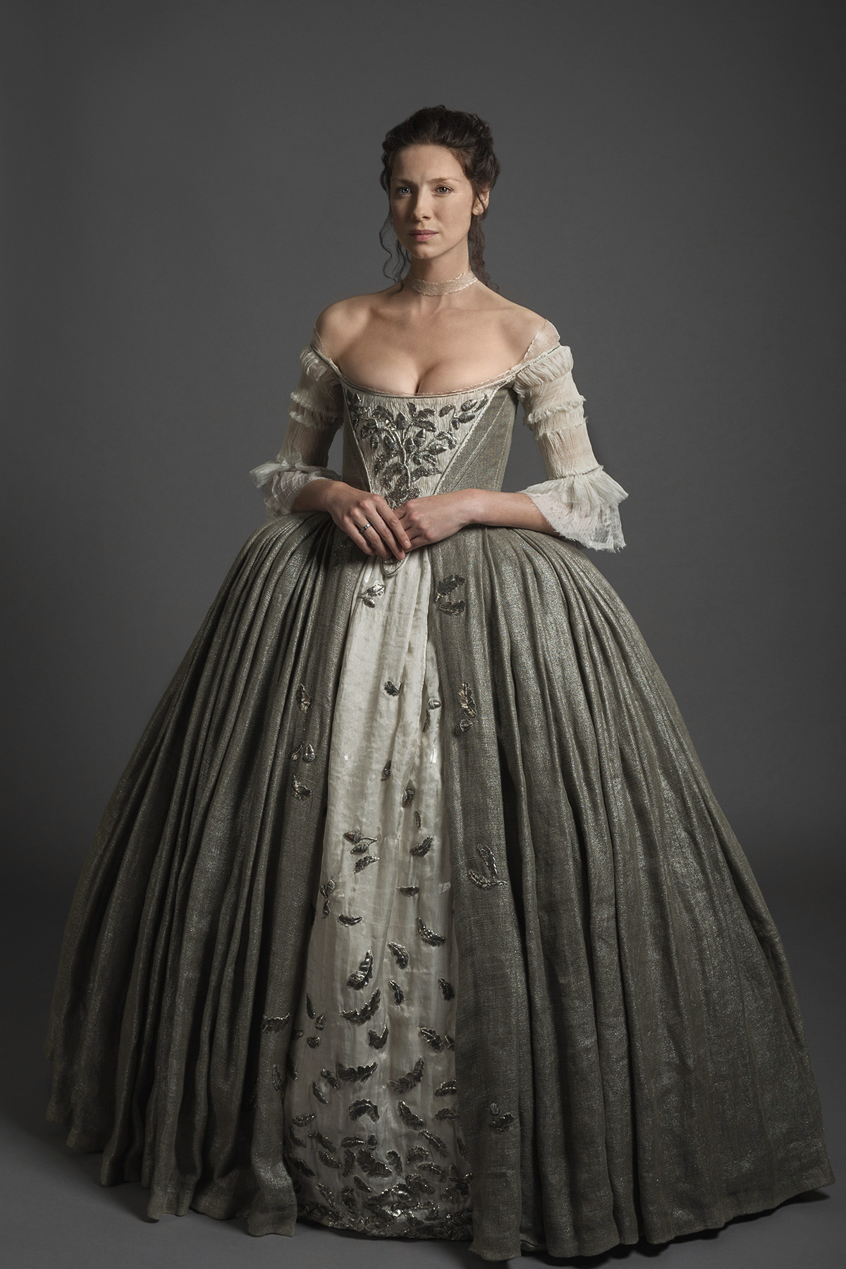 vestuario....... Cait-Wedding-dress