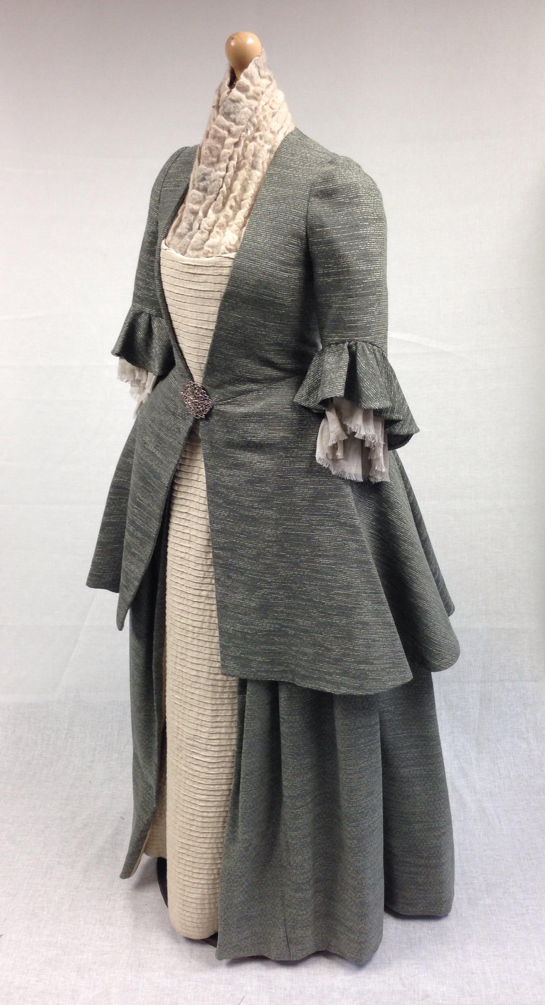 vestuario....... Photo-Nov-06-9-47-35