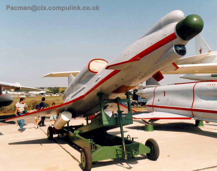 الدرونات عالية السرعة Tu-123 Yastreb و Tu-141 Strizh و Tu-143 Reys Pn_w0382