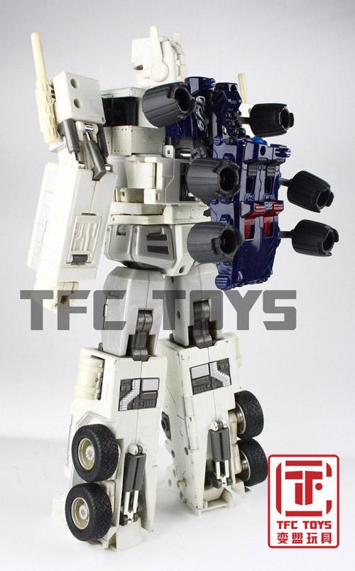 [TFClub] Rollo (mini bolide d'Optimus) devient robot   [TFClub] Gears of War 2: Fusils d'Optimus - Page 2 0801_006