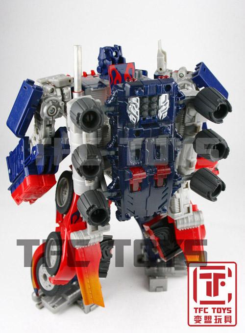 [TFClub] Rollo (mini bolide d'Optimus) devient robot   [TFClub] Gears of War 2: Fusils d'Optimus - Page 2 0801_007