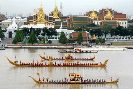 Bangkok aujourd'hui - Page 3 Royalbargeprocession_b