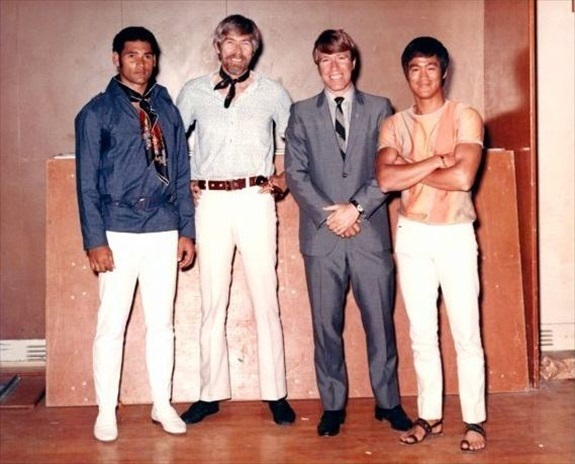¿Cuánto mide Chuck Norris? - Altura - Real height Mike-Stone-James-Coburn-Chuck-Norris-Bruce-Lee