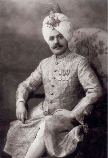 [Jeu] Le bal des masques du posteur du haut - Page 6 Maharajas-Sardar_Charanjit_Singh_of_Kapurthala-f