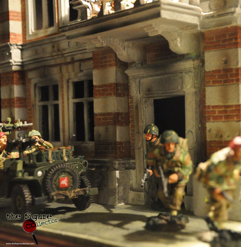 Colecao do Turco louis gara do forum Sideshow Collectors! Pobrinho!!! Toysoldiers-KursunAsker-KingandCountry-Diorama-WW2-Arnherm-OperationMarkerGarden-05