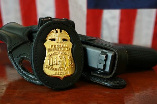 Le FBI passerait au Glock en 9x19 FBI-Badge-gun-glock-660x440