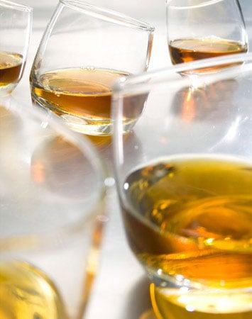 Dobrodošli - Page 5 Sagaform-rocking-whiskey-glasses-2