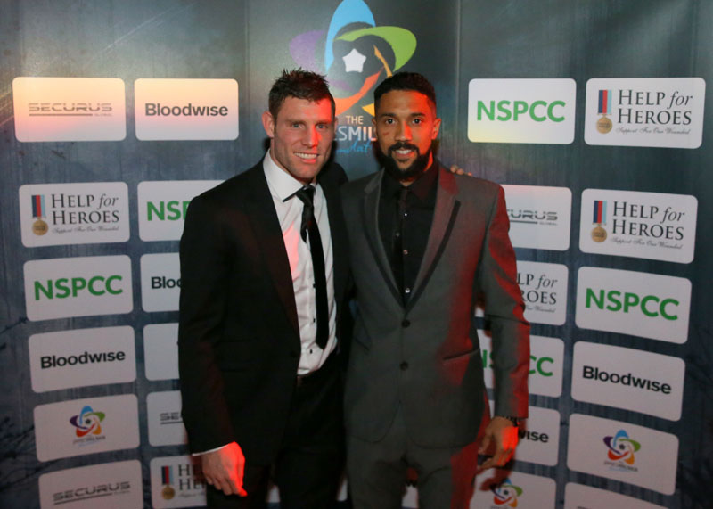 ¿Cuánto mide Gaël Clichy? - Real height Liverpool-Fc-James-Milner-and-MCFC-Gael-Clichy-at-the-James-Milner-charity-ball.