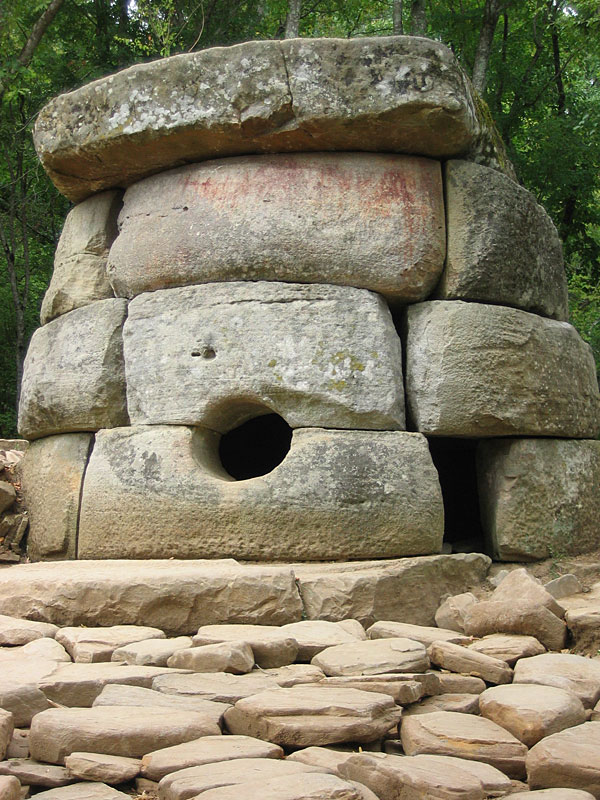 Caucasian Dolmens. The history of people.  Dolmen_Russia_Kavkaz_Jane_1