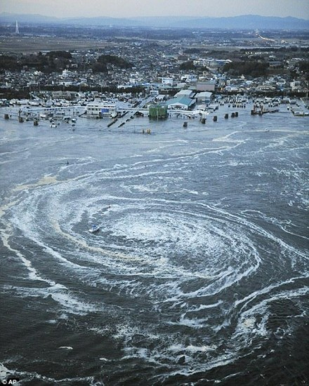 Séisme Japon - Page 3 Whirlpool-japan-earthquake-440x550