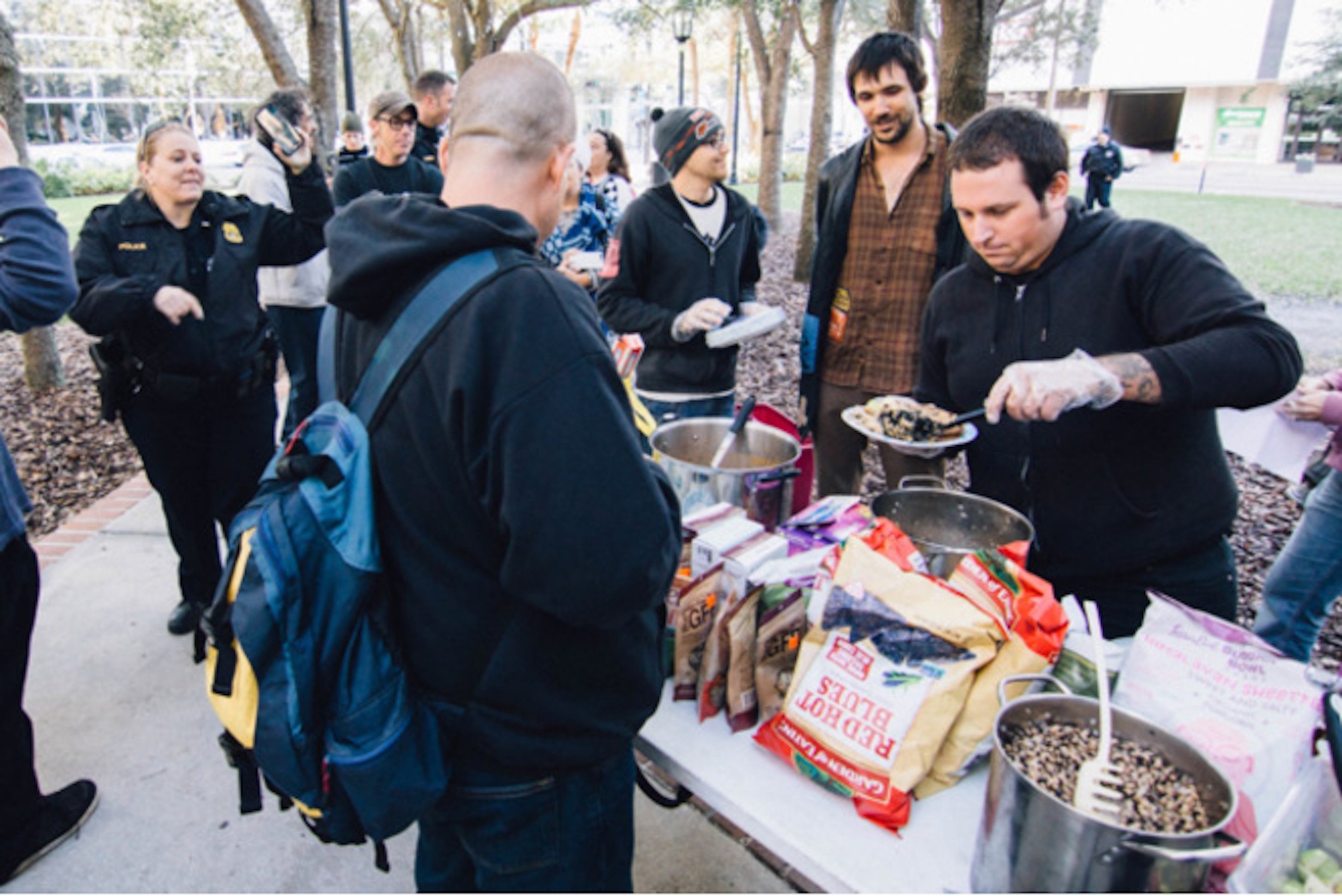 Activists are giving the middle finger to the law by continuing to feed homeless people Photo2-3