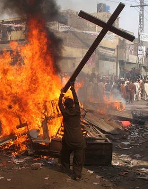 Origine païenne  de la Croix Muslim-on-christian-violence